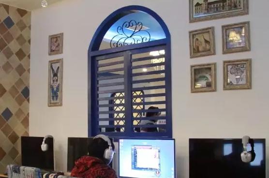 几款个性的网咖墙面装饰效果图 - 5636网吧资讯